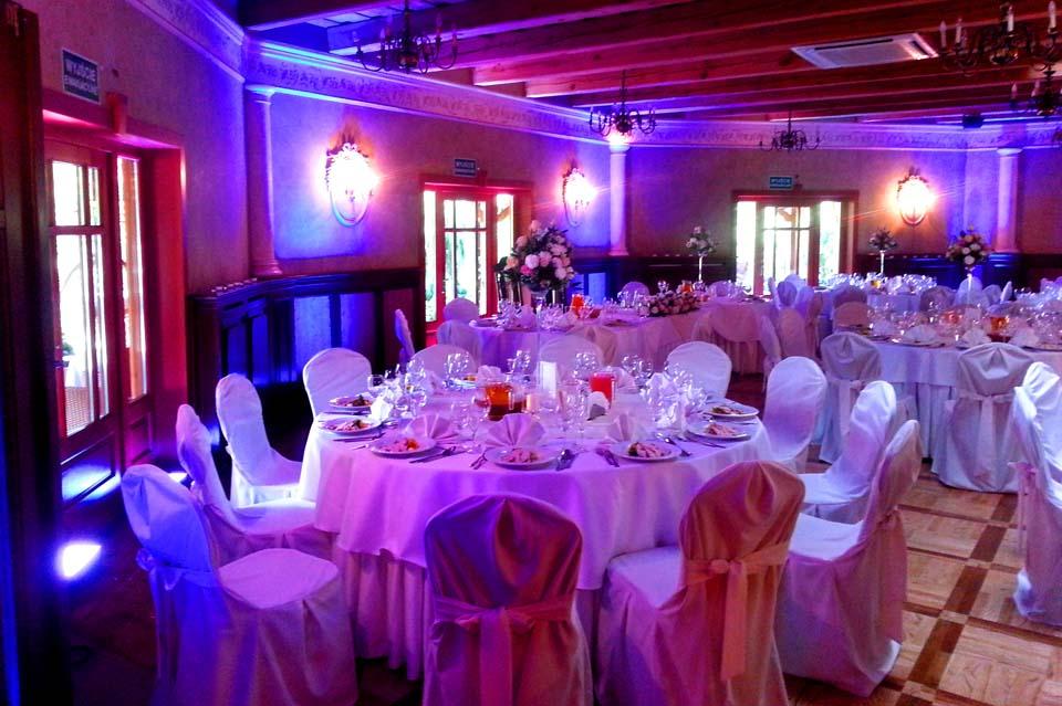 dekoracje światłem ślubu